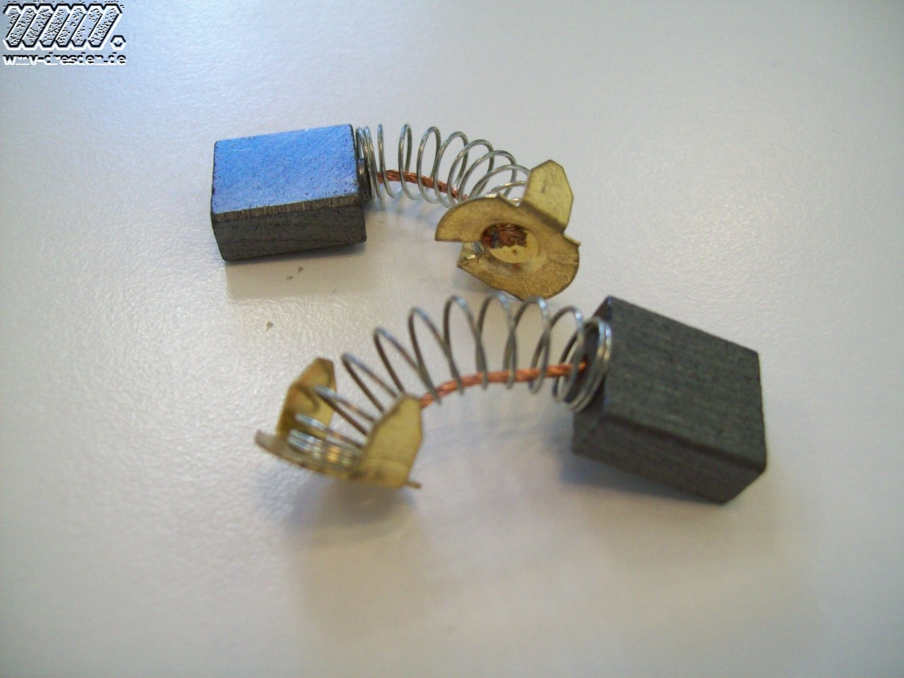 Kohlebürstenpaar neue Ausführung, ab Bj 09-2009, 13,4 mm breit, 6,4 mm dick, 15 mm lang, passend zu Bürstenkappe Ø18 mm